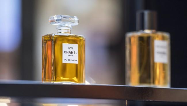 Das Steckt Wirklich In Den Parfümklassikern Chanel Dior Und Dolce