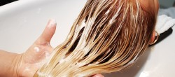 Ob das Öl für das Haar vor der Sonne schützt