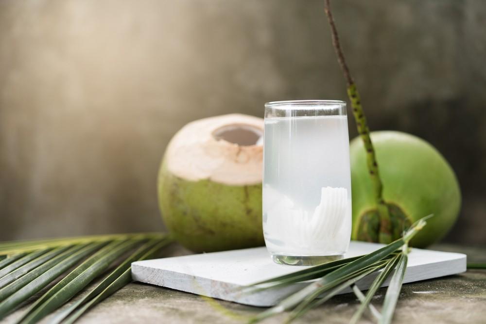 kokosnusswasser ein bersch tzer trend schlankmacher und wundermittel gegen krebs. Black Bedroom Furniture Sets. Home Design Ideas